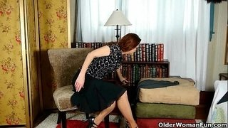 Business-lady-masturbates-in-pantyhose