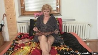 Lonely-granny-gives-her-pussy