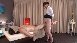 Subtitled-traditional-Japanese-bottomless-massage-Yui-Hatano