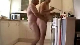 Old-grand-parents-having-fun-in-the-kitchen.-Amateur