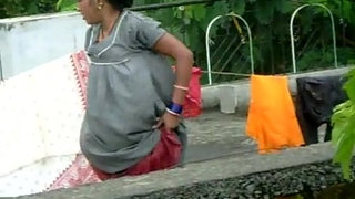 desi-aunty-changing-her-panty