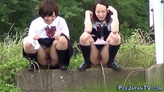Weird-asian-students-pee