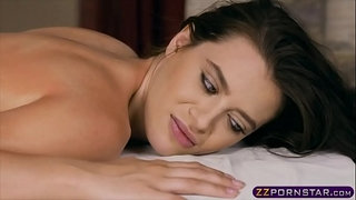 Super-horny-chick-grabs-the-cock-of-the-masseuse-guy